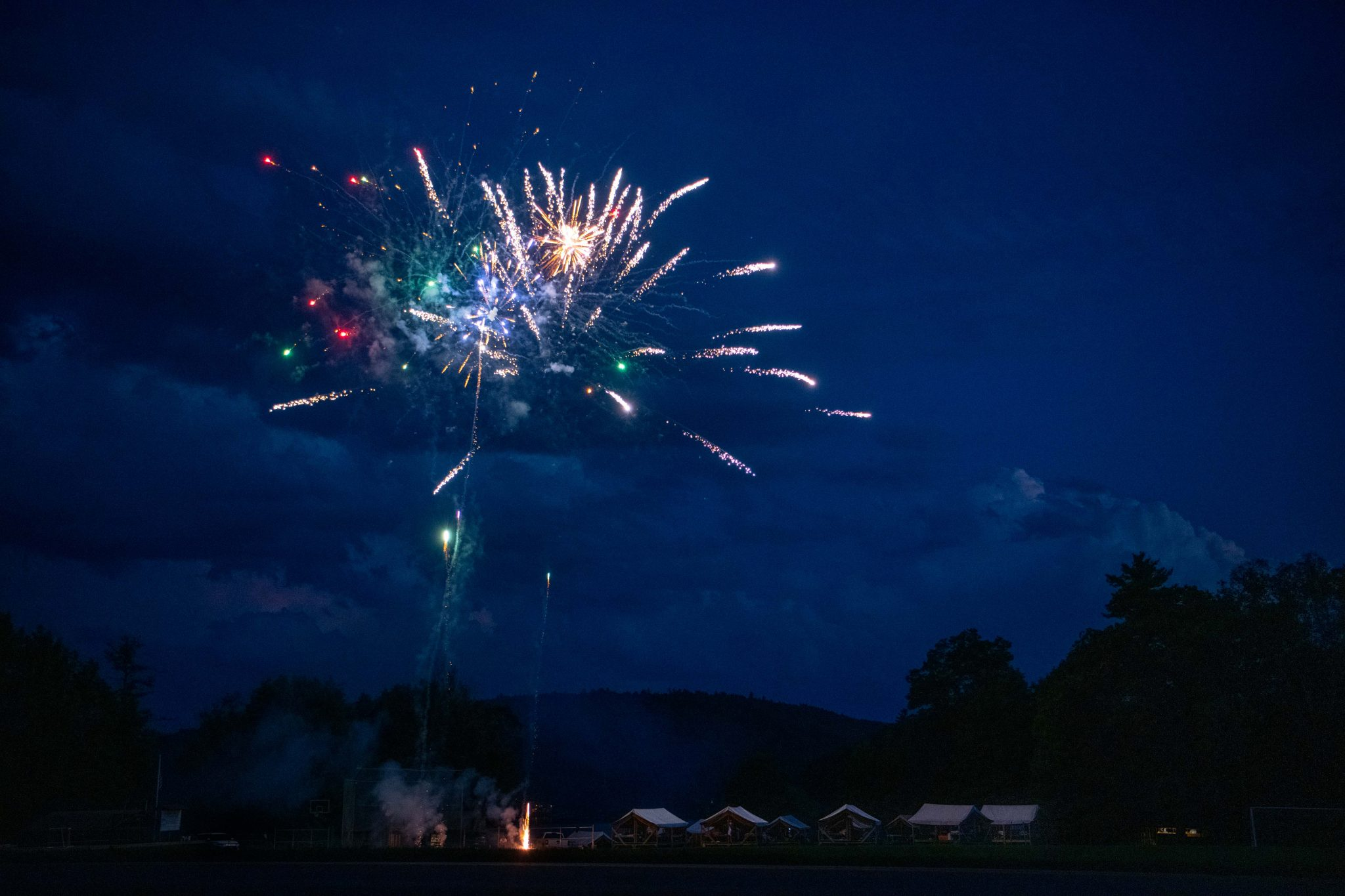Fireworks in the nightsky.